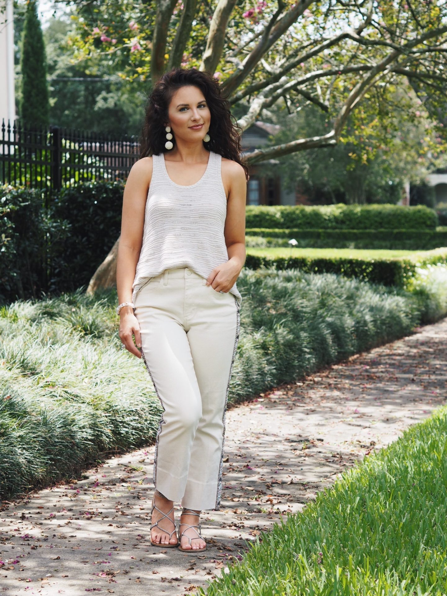 all white. how to look rich. how to look good. curly hair. tory burch. knit top. mom style. summer style. gladiator sandals