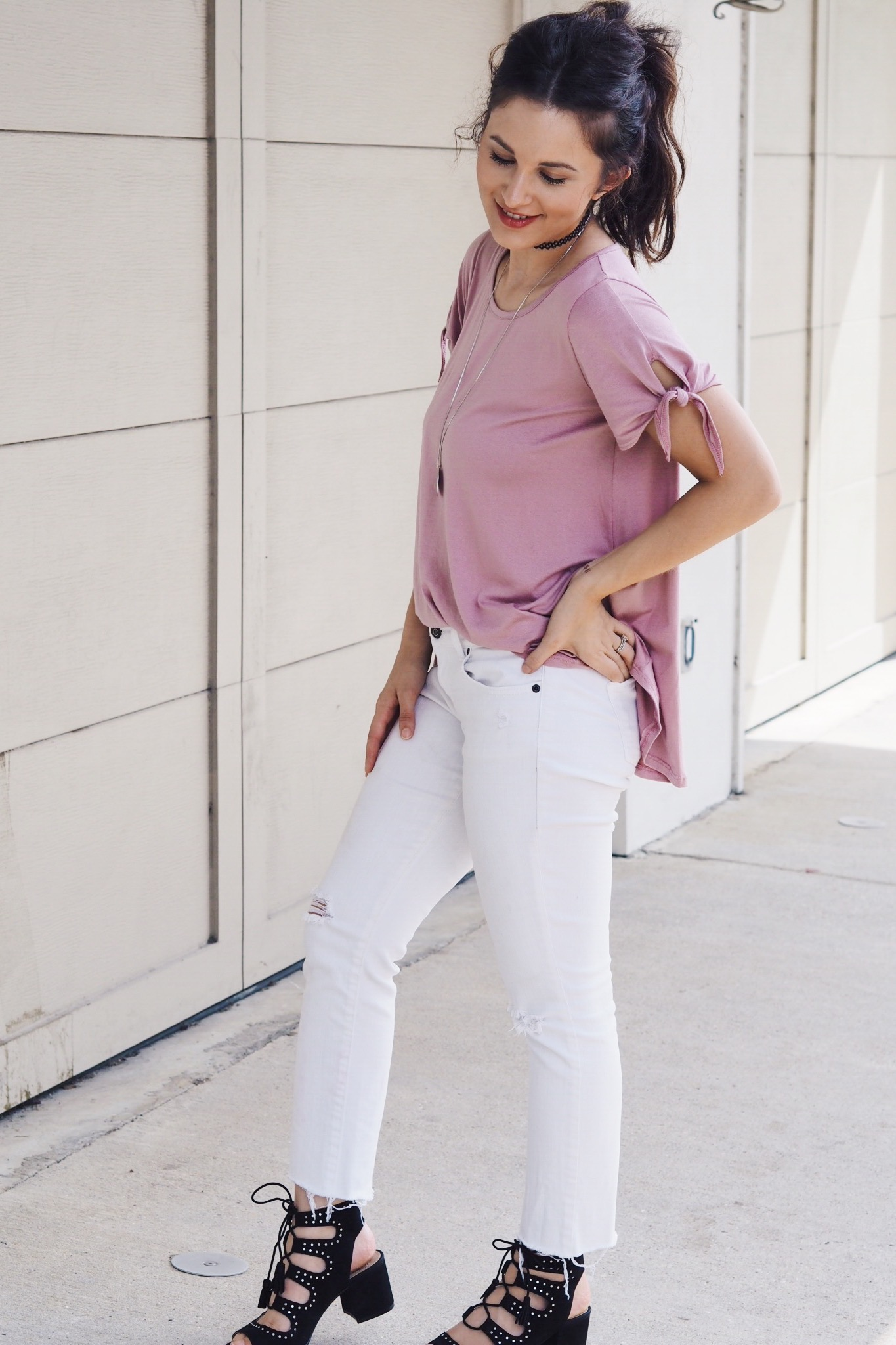 shop pink blush. blush top. pink t-shirt. knotted top. knot t-shirt. everyday mom style. white jeans. choker